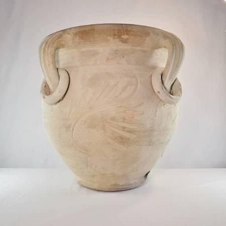Duża rytowana, ozdobna ceramiczna donica do ogrodu, na taras, z jasnej beżowej gliny.